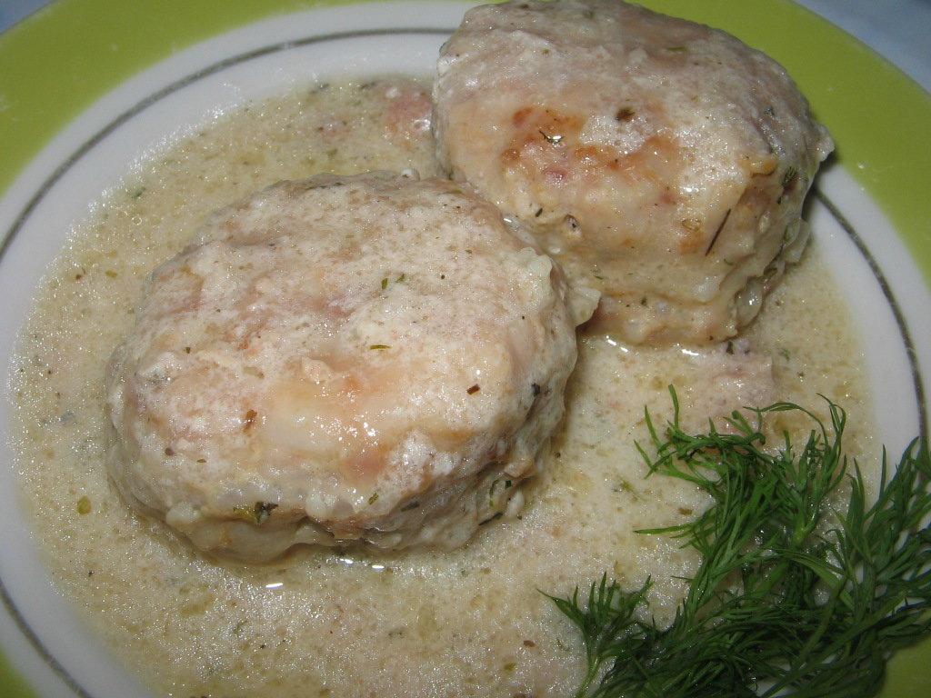 Пятница: Фрикадельки куриные в сметанном соусе + гарнир (280 г) в Смак-нк.рф