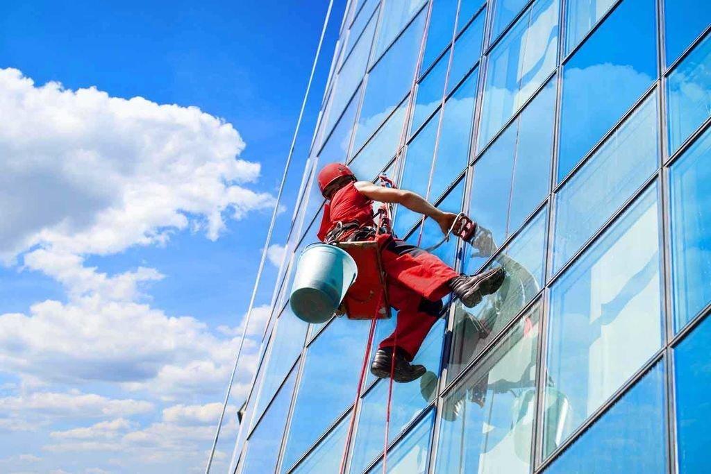 Фасадные работы: Помощь альпиниста в FloMASTER, ООО