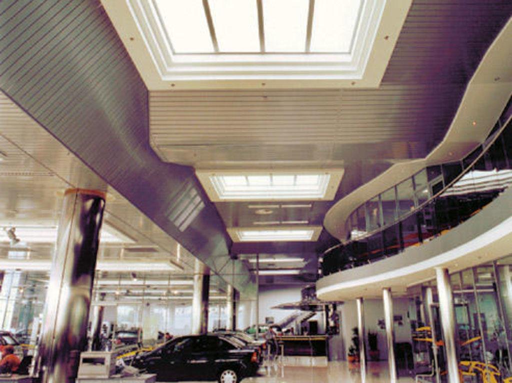 Реечные потолки: Реечный потолок закрытого типа AN135AС металлик А907 перф. в Мир Потолков