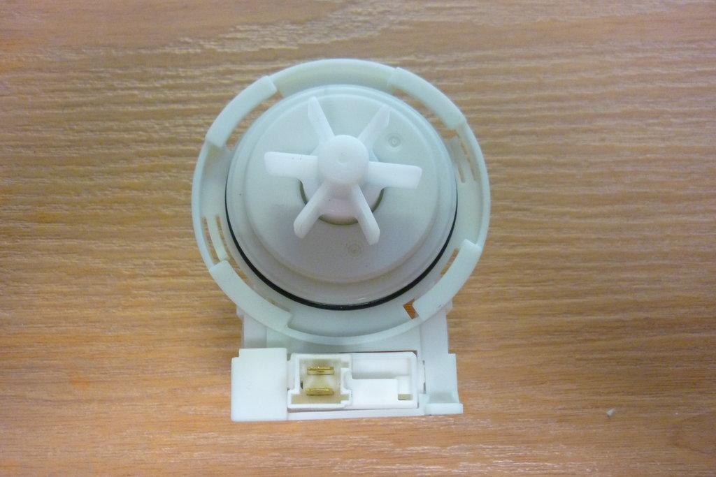 Насосы сливные для стиральных и посудомоечных машин: Насос COPRECI 30W для стиральной машины Bosch (Бош), Siemens (Сименс), фишка спереди, высокая крыльчатка, 4 защелки (левое вращение) в АНС ПРОЕКТ, ООО, Сервисный центр