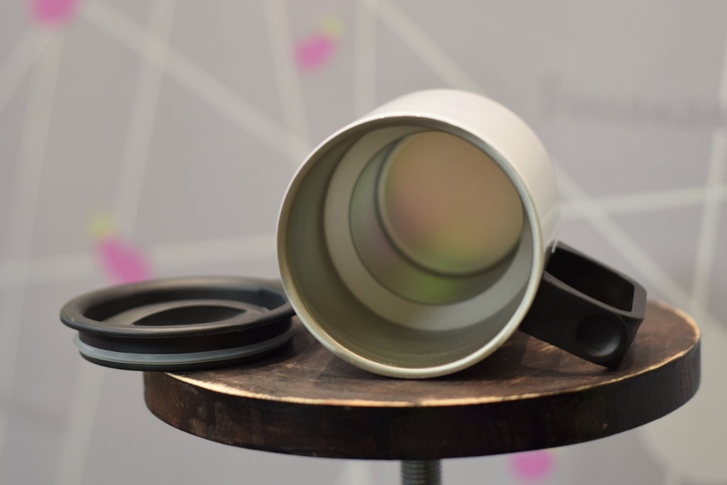 Чашки и кружки: Термокружка белая в Баклажан, студия вышивки и дизайна