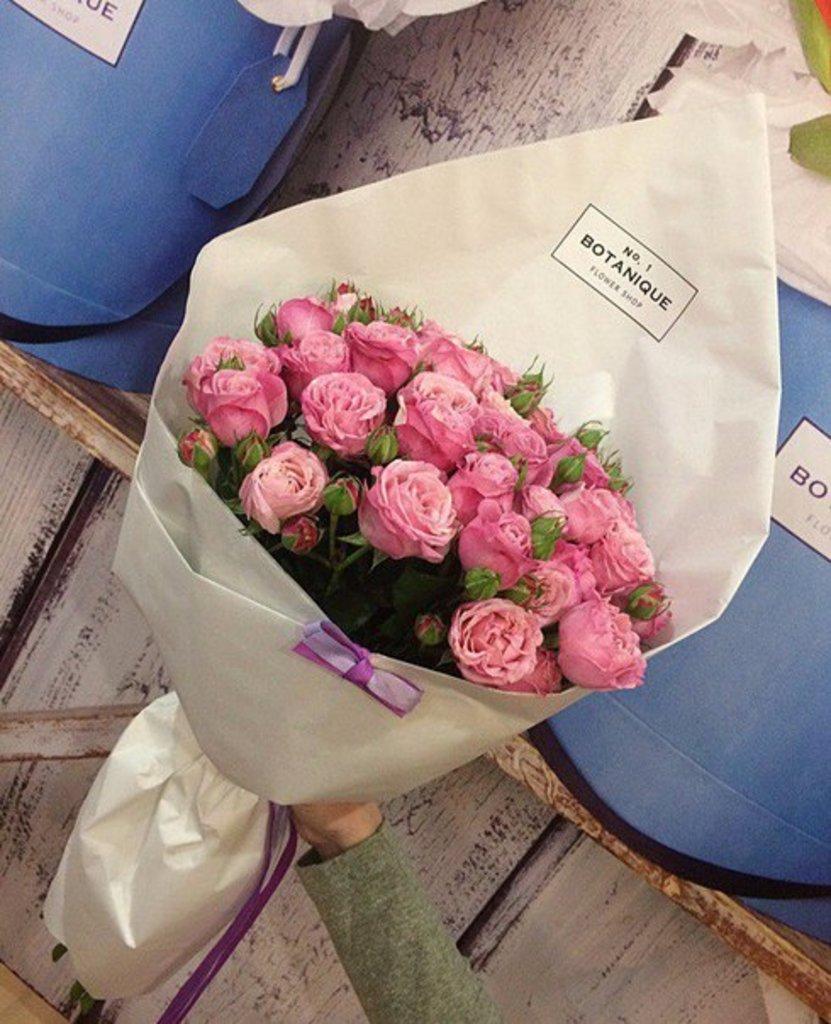 "Кулек крафт: ""Белый крафт"" Роза ""Леди Бомбастик"" в Botanique №1,ЭКСКЛЮЗИВНЫЕ БУКЕТЫ"