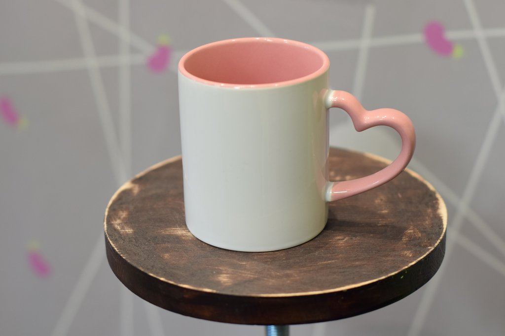 """Чашки и кружки: Кружка белая с фигурной ручкой """"сердце"""" цветная внутри в Баклажан, студия вышивки и дизайна"""