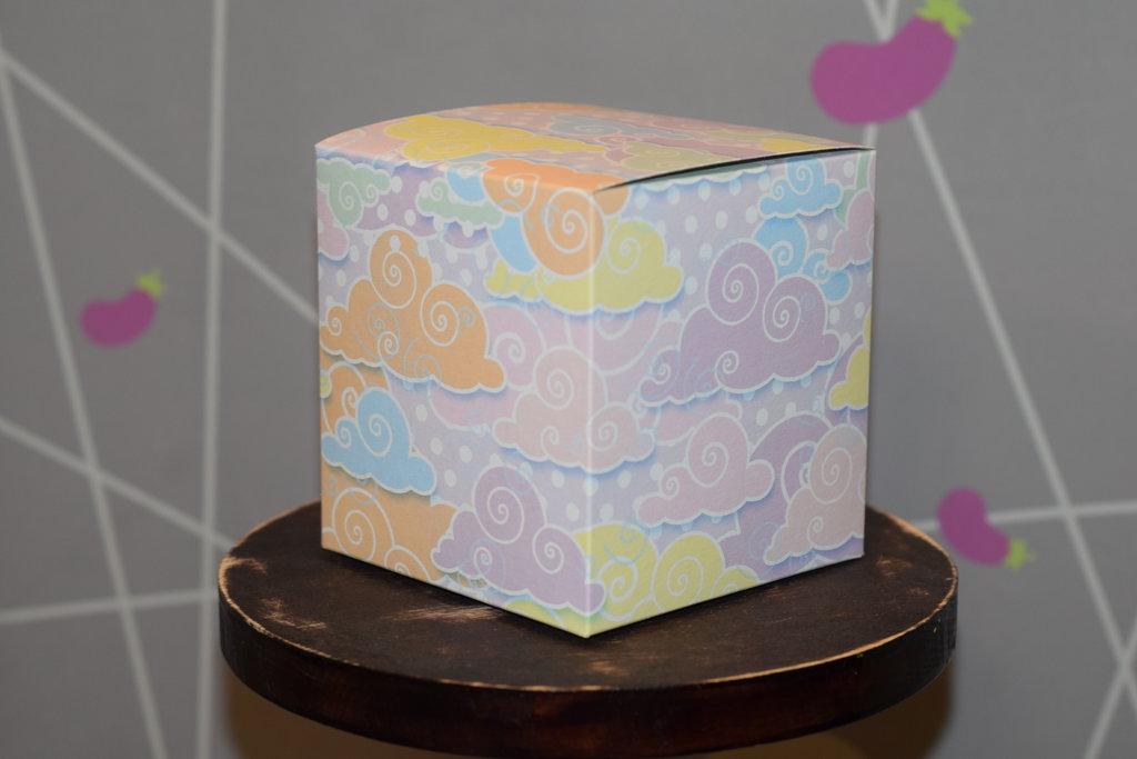 """Подарочная упаковка: Подарочная Коробка под кружку """"Облака"""" в Баклажан, студия вышивки и дизайна"""