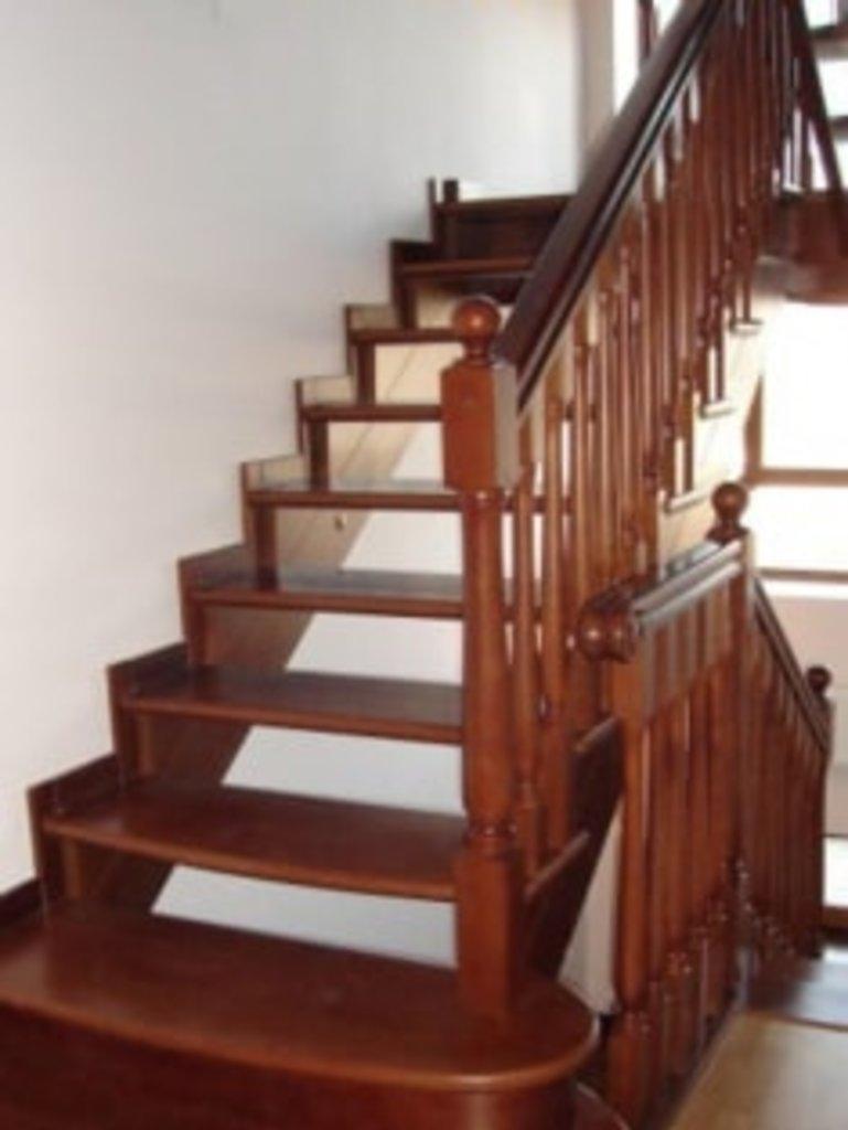 Лестницы: Деревянные лестницы в ДЭКО, производственная компания
