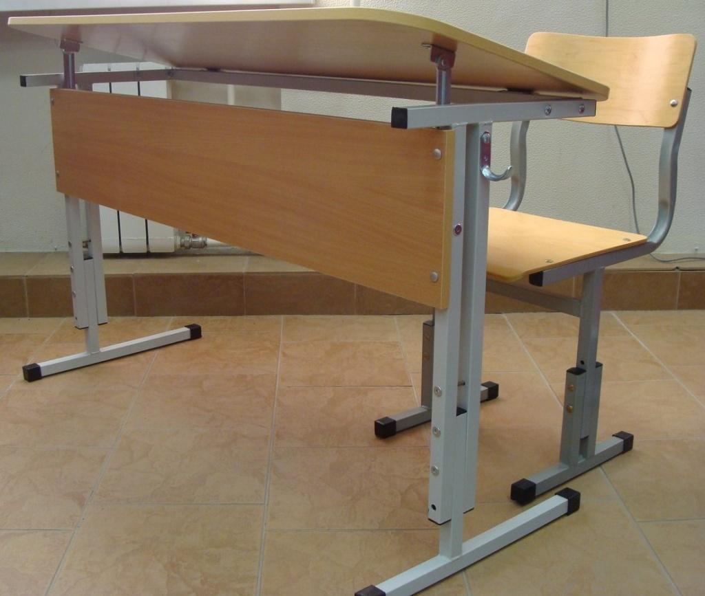 Мебель для учебных заведений и библиотек, общее: Стол ученический регулируемый по высоте и углу наклона в Меркурий